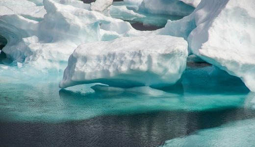 北海道で撮影された宙に浮く白い物体は雲?流氷?シロクマ?|お天気検定2月15日